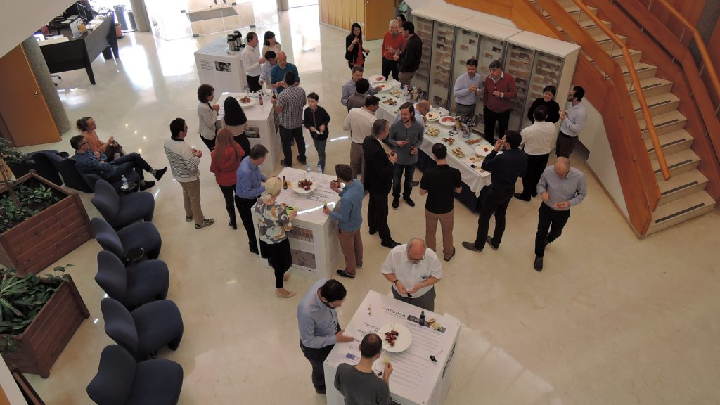 The lunch breaks were used for intensive discussions in the entrance hall of AIDIMME